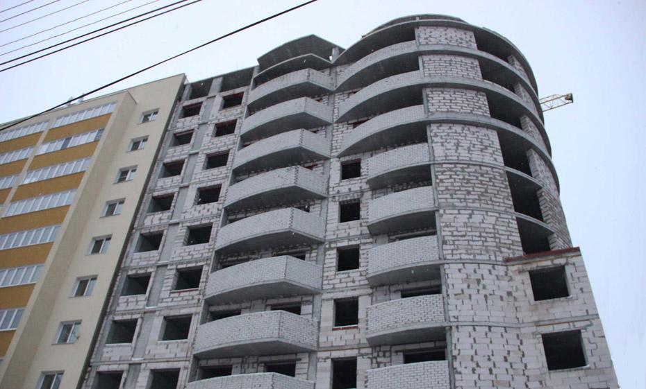 Недостроенная вторая очередь ЖК «Изумруд» на ул. Стройкова, 64