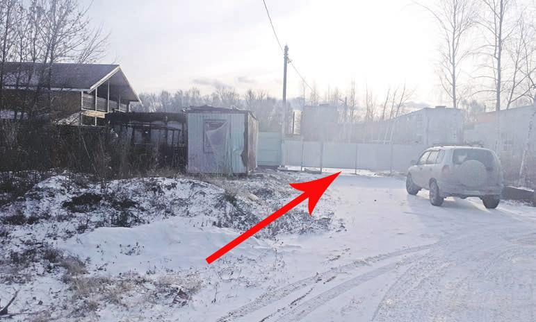 А здесь прапорщик Игорь Бархансков самовольно перегородил муниципальную дорогу