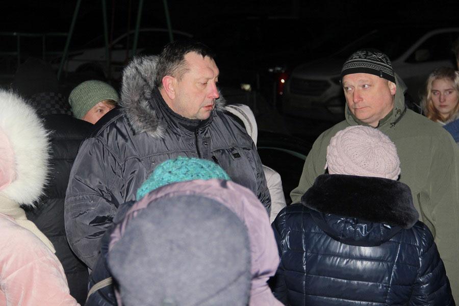 Александр Кулаев на встрече с жильцами дома